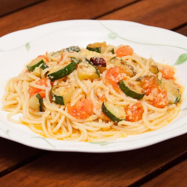 春トマトとズッキーニのスパゲティ